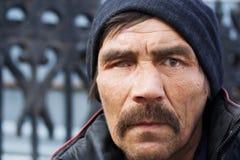 Homem desabrigado. Imagem de Stock
