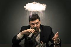 Homem desapontado b?bado com dificuldade, conceito nublado fotografia de stock royalty free