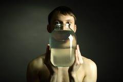 Homem despido com vaso Fotos de Stock Royalty Free