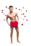 Homem despido engraçado que prende o coração de papel vermelho grande Foto de Stock Royalty Free