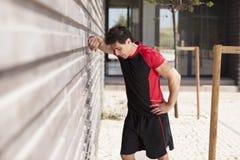 Homem do atleta cansado Fotografia de Stock