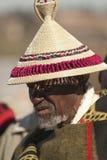 Homem do BAsotho no chapéu em Parada do rei foto de stock