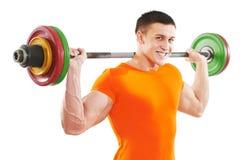 Homem do Bodybuilder que faz exercícios do músculo do bíceps fotos de stock royalty free