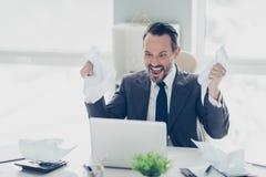 Homem do CEO do corretor do banqueiro do analista da cara da agressão no gabinete do vestuário formal imagens de stock royalty free