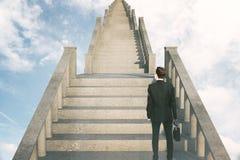 Homem do conceito do sucesso em escadas Fotografia de Stock Royalty Free