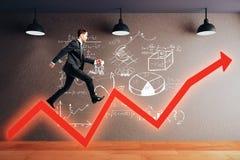 Homem do conceito do sucesso na seta Imagens de Stock Royalty Free