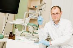 Homem do doutor do dentista Fotos de Stock
