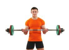 Homem do halterofilista que faz exercícios do músculo do bíceps imagens de stock royalty free
