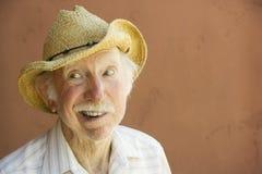 Homem do idoso em um chapéu de cowboy Imagens de Stock