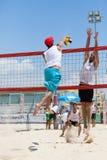 Homem do jogador de voleibol da praia, homens dos jogadores Foto de Stock