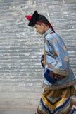 Homem do Mongolian no equipamento tradicional imagens de stock royalty free