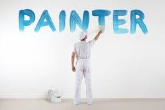 Homem do pintor com o desenho de escova da pintura um texto azul do pintor Fotos de Stock