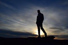 Homem do por do sol foto de stock