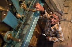 Homem do pulso de disparo de Ghanta Ghar Fotos de Stock
