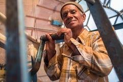 Homem do pulso de disparo de Ghanta Ghar Foto de Stock
