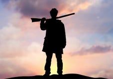 Homem do rifle no horizonte ilustração stock