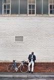 Homem do telefone da bicicleta Imagem de Stock
