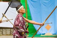 Homem do tiro ao arco japonês imagens de stock