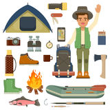 Homem do viajante com trouxa e grupo de equipamento de acampamento Imagem de Stock