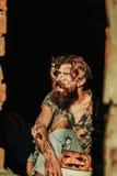 Homem do zombi com abóbora de Dia das Bruxas Imagens de Stock Royalty Free