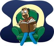Homem dos desenhos animados que lê um filme policial Imagem de Stock Royalty Free