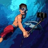 Homem dos desenhos animados sob a água que toma imagens dsi mesmo com um tubarão Fotos de Stock