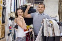 Homem e designer de interiores e empregado da mulher fotografia de stock royalty free