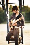 Homem e guitarra Foto de Stock