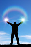 Homem e luz do sol de Silhouett eof Imagem de Stock Royalty Free