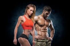 Homem e mulher atléticos Pares da aptidão foto de stock
