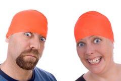 Homem e mulher com os tampões alaranjados de uma nadada fotografia de stock