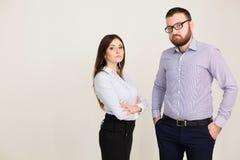 Homem e mulher de negócio nos sócios do trabalho de escritório Fotos de Stock Royalty Free