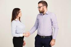 Homem e mulher de negócio nos sócios do trabalho de escritório Foto de Stock