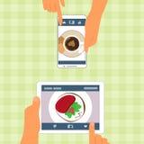 Homem e mulher e seu alimento colocados em dispositivos Fotos de Stock