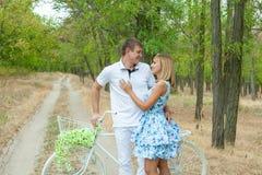 Homem e mulher Loving Imagens de Stock Royalty Free