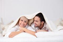 Homem e mulher na cama Imagens de Stock Royalty Free