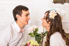 Homem e mulher no restaurante fotos de stock royalty free
