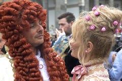 Homem e mulher no traje histórico Fotos de Stock