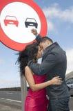 Homem e mulher que amam na estrada Fotos de Stock Royalty Free