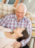 Homem e mulher que relaxam Fotografia de Stock