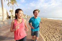 Homem e mulher running, praia Barceloneta de Barcelona Imagens de Stock Royalty Free