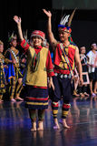 Homem e mulher taiwaneses aborígenes no vestuário tradicional nos indígenas do parque cultural de Taiwan no condado de Pintung, T Imagem de Stock
