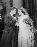 Homem e noiva que têm o momento apaixonado (todas as pessoas descritas não são umas vivas mais longo e nenhuma propriedade existe Imagens de Stock Royalty Free