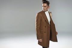 Homem elegante, considerável com olhar sério Imagem de Stock Royalty Free