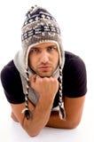 Homem elegante que levanta no chapéu de lã imagens de stock