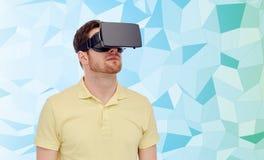 Homem em auriculares da realidade virtual ou em vidros 3d Fotografia de Stock
