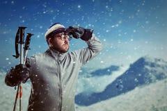 Homem em montanhas do inverno Imagem de Stock Royalty Free