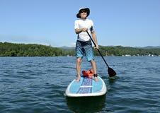Homem em Paddleboard Imagem de Stock