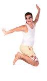 Homem em saltos dos óculos de sol fotografia de stock royalty free