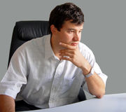 Homem em seu escritório Imagens de Stock Royalty Free